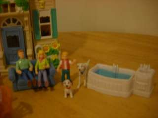 Fisher Price Sweet Streets Country Cottage Mom Dad Girl